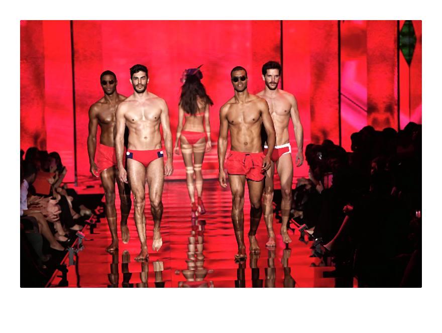 Nowe modele i modele kostiumów kąpielowych z ważnymi printami